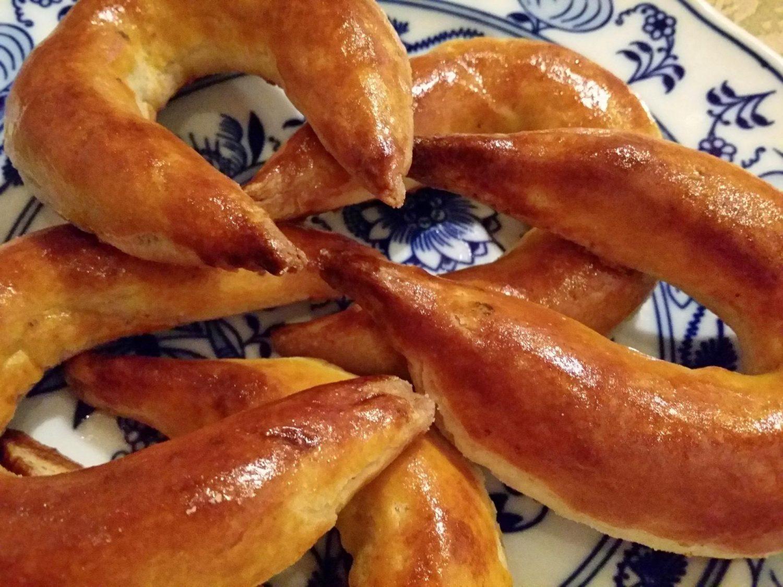 Bratislavské rožky (makové a orechové) Pressburger zwieback (mohn und nussbeugel) Pozsonyi kétszersült (mákos es diós patkó)